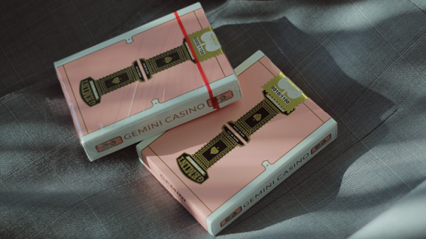 <img class='new_mark_img1' src='https://img.shop-pro.jp/img/new/icons7.gif' style='border:none;display:inline;margin:0px;padding:0px;width:auto;' />Gemini Casino Pink Playing Cards by Gemini