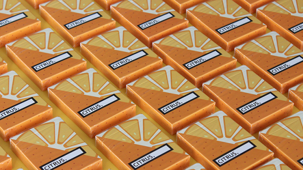 <img class='new_mark_img1' src='https://img.shop-pro.jp/img/new/icons7.gif' style='border:none;display:inline;margin:0px;padding:0px;width:auto;' />CITRUS Playing Cards by FLAMINKO Playing Cards