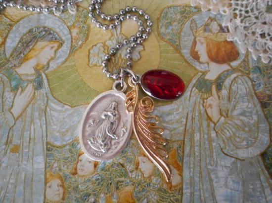 Happy Wing  紅い聖母マリアの不思議のメダイ チャームネックレス