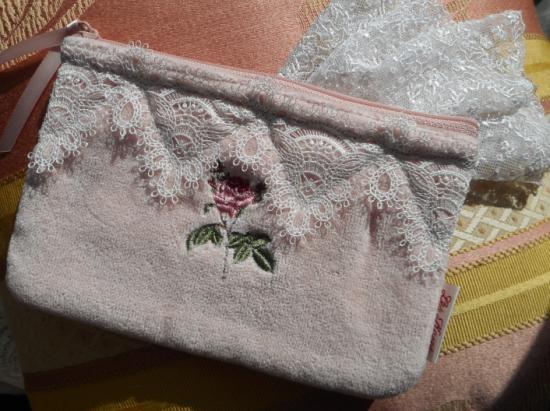 Pierr Joseph Redoute  ルドゥーテ エンブロイダリー 薔薇の刺繍フラットポーチ