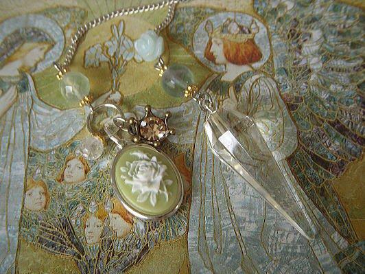Sacred Rose 薔薇と聖母マリアのメダイ ヒマラヤ水晶ペンデュラム