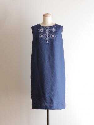 手刺繍ワンピース「山の花」・ ブルー