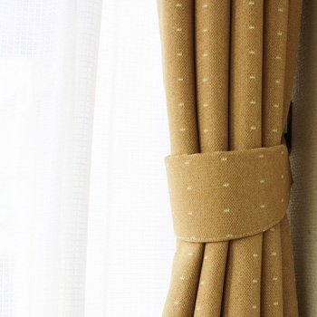 ドット柄の遮光カーテン