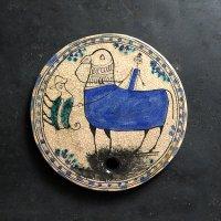 イランのミツバチタイル 青い動物と人と鳥