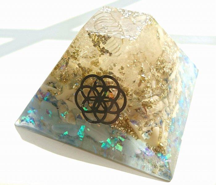 オルゴナイトピラミッド  ≪クリスタルジオード≫