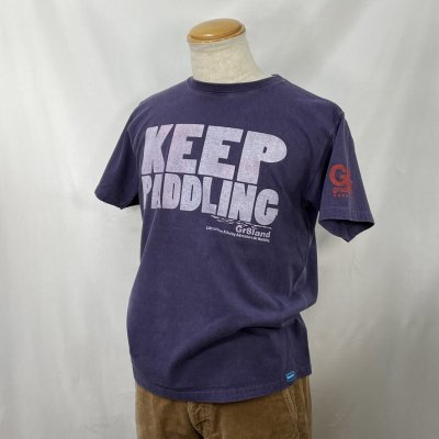 <img class='new_mark_img1' src='https://img.shop-pro.jp/img/new/icons15.gif' style='border:none;display:inline;margin:0px;padding:0px;width:auto;' />KEEP PADDLING TEE カラー:P.GRAPE