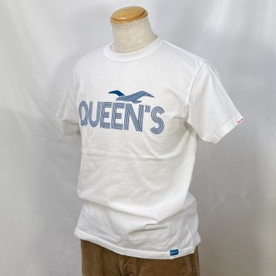 <img class='new_mark_img1' src='https://img.shop-pro.jp/img/new/icons15.gif' style='border:none;display:inline;margin:0px;padding:0px;width:auto;' />QUEENS  TEE カラー:BODY: WHT PRINT: NAVY