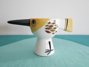 <img class='new_mark_img1' src='https://img.shop-pro.jp/img/new/icons48.gif' style='border:none;display:inline;margin:0px;padding:0px;width:auto;' />Bird Egg Cup by Hannah Turner / Hannah Turner さんデザイン 鳥のエッグカップ(イエロー)