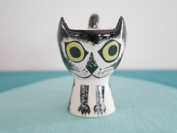 <img class='new_mark_img1' src='//img.shop-pro.jp/img/new/icons6.gif' style='border:none;display:inline;margin:0px;padding:0px;width:auto;' />Black and White Cat Egg Cup by Hannah Turner / Hannah Turner さんデザイン 黒白ねこのエッグカップ