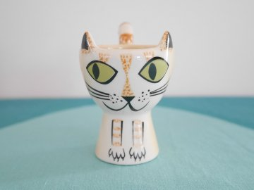 <img class='new_mark_img1' src='https://img.shop-pro.jp/img/new/icons48.gif' style='border:none;display:inline;margin:0px;padding:0px;width:auto;' />Ginger Cat Egg Cup by Hannah Turner / Hannah Turner さんデザイン 茶トラねこのエッグカップ