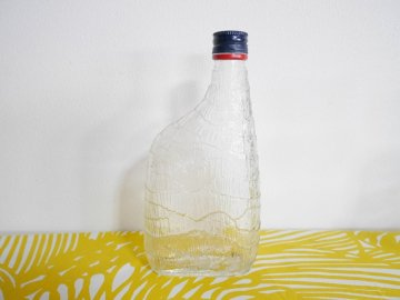 <img class='new_mark_img1' src='//img.shop-pro.jp/img/new/icons6.gif' style='border:none;display:inline;margin:0px;padding:0px;width:auto;' />Finlandia Glass bottle by Tapio Wirkkala / フィンランディア タピオ・ウィルカラ デザイン ガラスのボトル