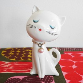 <img class='new_mark_img1' src='//img.shop-pro.jp/img/new/icons48.gif' style='border:none;display:inline;margin:0px;padding:0px;width:auto;' />Vintage Japanese modern Cat Figurine/ 昭和レトロなねこちゃんの置物