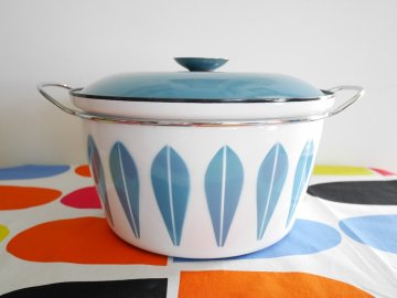 <img class='new_mark_img1' src='https://img.shop-pro.jp/img/new/icons48.gif' style='border:none;display:inline;margin:0px;padding:0px;width:auto;' />Cathrineholm Lotus pot / blue x white /キャサリンホルム ロータス 両手鍋 ブルーx白