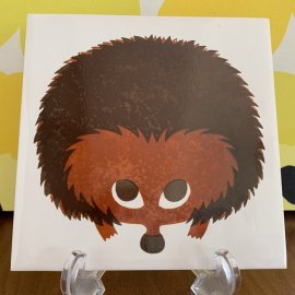 <img class='new_mark_img1' src='https://img.shop-pro.jp/img/new/icons30.gif' style='border:none;display:inline;margin:0px;padding:0px;width:auto;' />Vintage Hedge hog art tile by Kenneth townsend/ケネス・タウンゼンドさんのアートタイル ハリネズミ