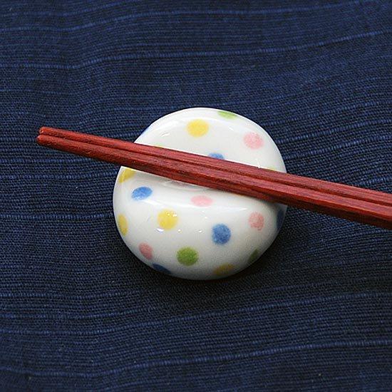 小豆 色呉須柄 青水玉の箸置き