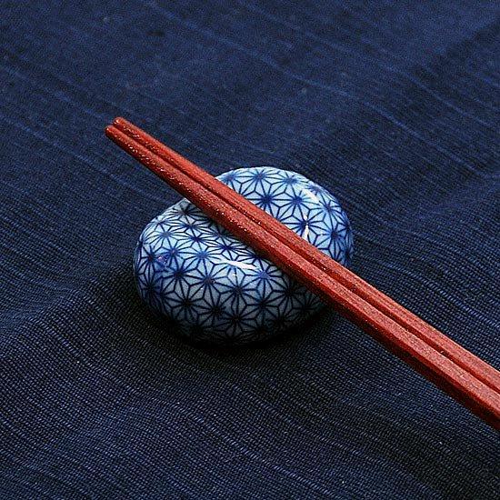 小豆 呉須柄 麻の葉01の箸置き