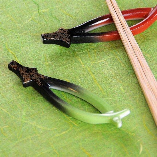 松葉 グリーン吹の箸置き