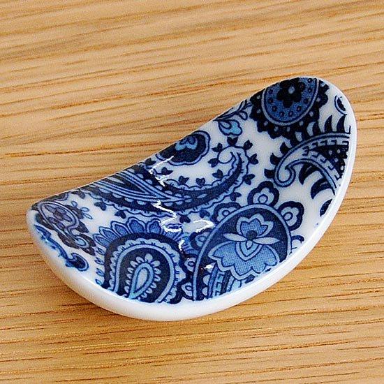楕円反りペイズリー柄(ブルー)の箸置き