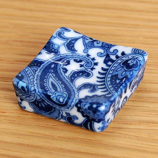 正角 ペイズリー柄(ブルー)の箸置き