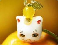 【枠星屋】見晴らし祠の招き猫 お正月飾りver./ネックレス
