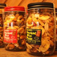<img class='new_mark_img1' src='//img.shop-pro.jp/img/new/icons58.gif' style='border:none;display:inline;margin:0px;padding:0px;width:auto;' />SMOKED MIX NUTS ロングボトル 250g スモークド ミックスナッツ<br>マンチーフーズ