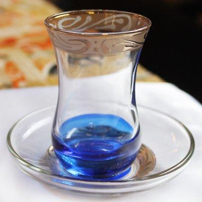 トルコのチャイグラス&ソーサー カラフル底 ブルー×ゴールドアラベスク