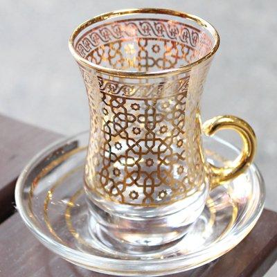 トルコのチャイグラス&ソーサー ゴールドメッシュフラワー 取っ手付き