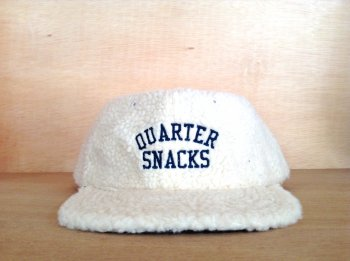 QUARTER SNACKS ARCH LOGO FLEECE CAP