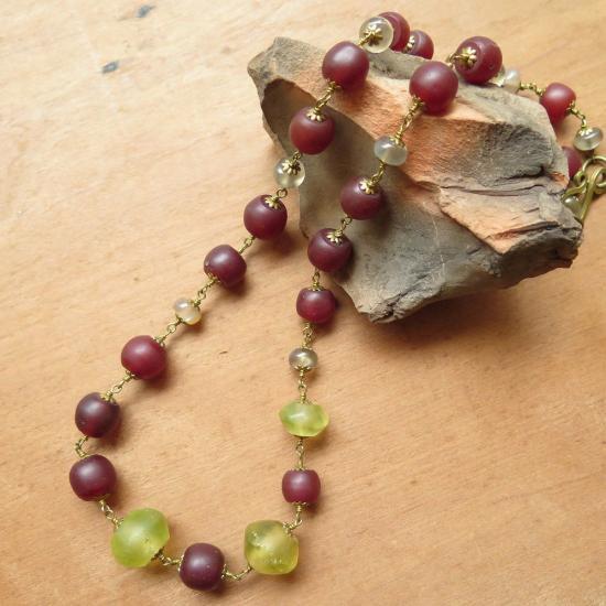 ウランガラス +葡萄色 ネックレス