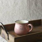 11.5cmホーロー風マグカップ ピンク 英字柄