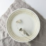 24.5cmカンナ模様白大皿