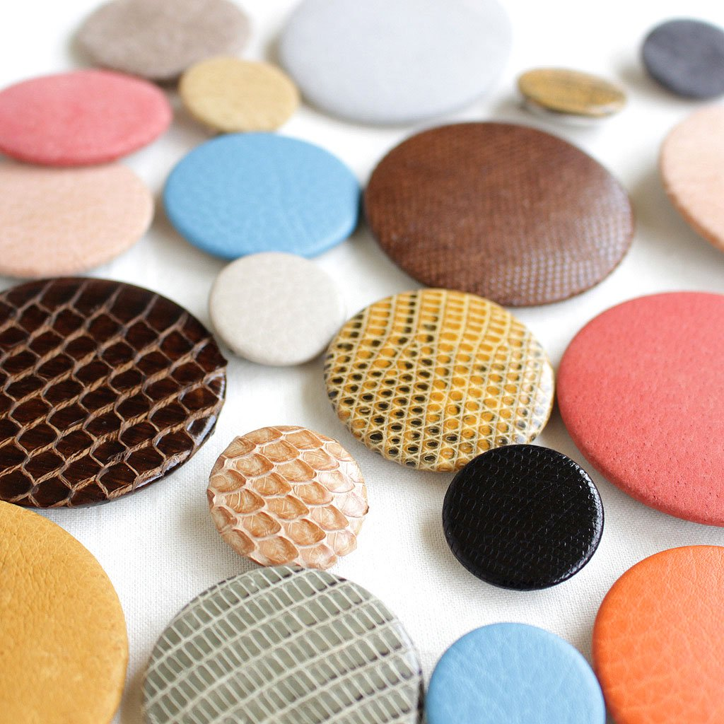 PINS - M #ASSORT LEATHER [es-s-pin]