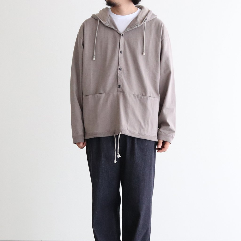 <img class='new_mark_img1' src='https://img.shop-pro.jp/img/new/icons1.gif' style='border:none;display:inline;margin:0px;padding:0px;width:auto;' />BUTTON P/O HOODIE #GRAY [2003-012]