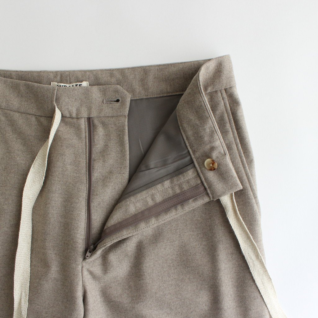 <img class='new_mark_img1' src='https://img.shop-pro.jp/img/new/icons1.gif' style='border:none;display:inline;margin:0px;padding:0px;width:auto;' />WOOL FULLING FLANNEL SLACKS #TOP BEIGE [A20AP03CF]