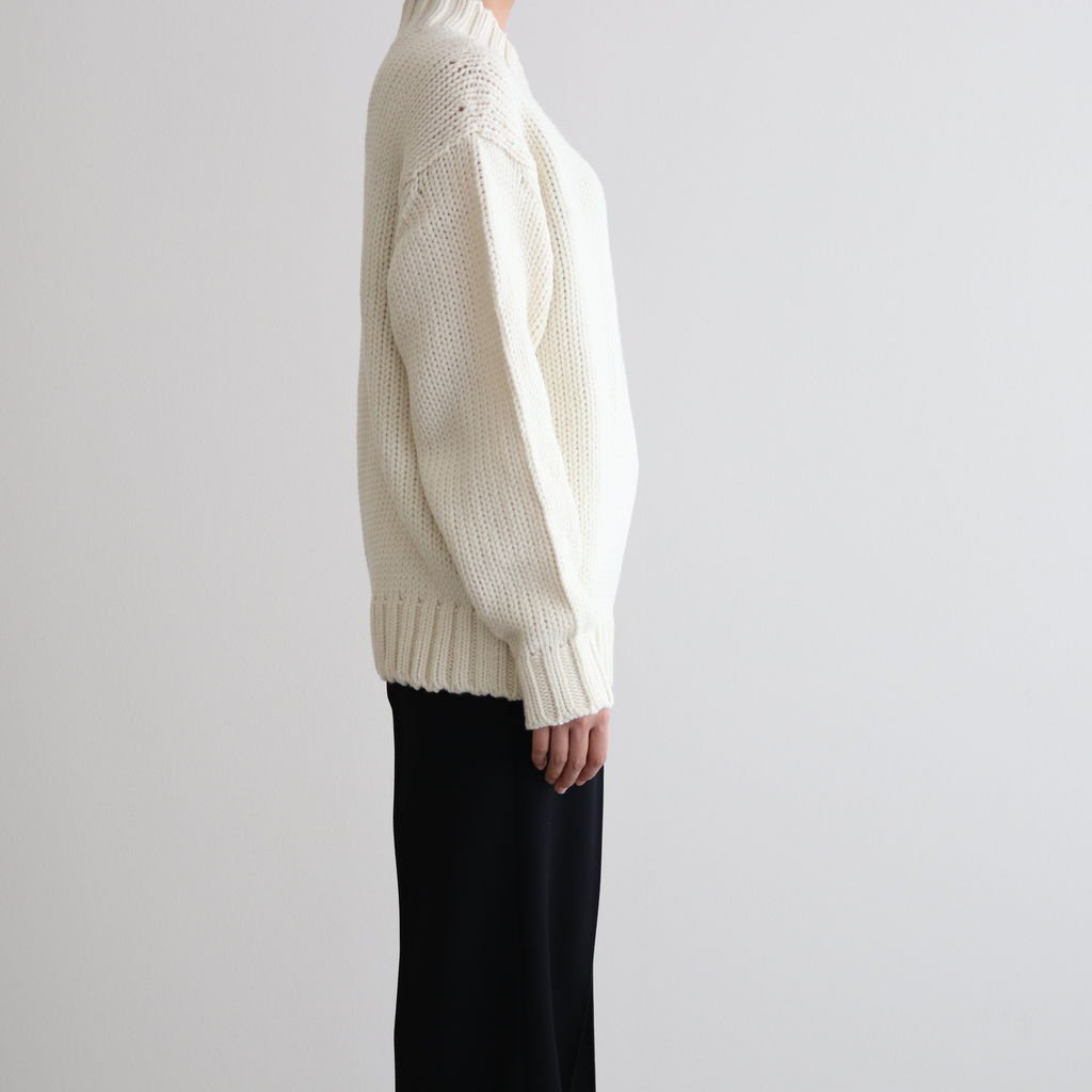 <img class='new_mark_img1' src='https://img.shop-pro.jp/img/new/icons1.gif' style='border:none;display:inline;margin:0px;padding:0px;width:auto;' />SUPER FINE WOOL AIRY KNIT V-NECK P/O #WHITE [A20AP02TA]