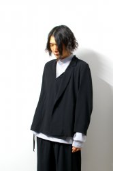 ETHOSENS(エトセンス)/Embossed pullover jacket/Black