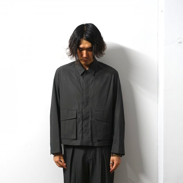 <img class='new_mark_img1' src='https://img.shop-pro.jp/img/new/icons16.gif' style='border:none;display:inline;margin:0px;padding:0px;width:auto;' />URU(ウル)/FLY FRONT BLOUSON/Charcoal
