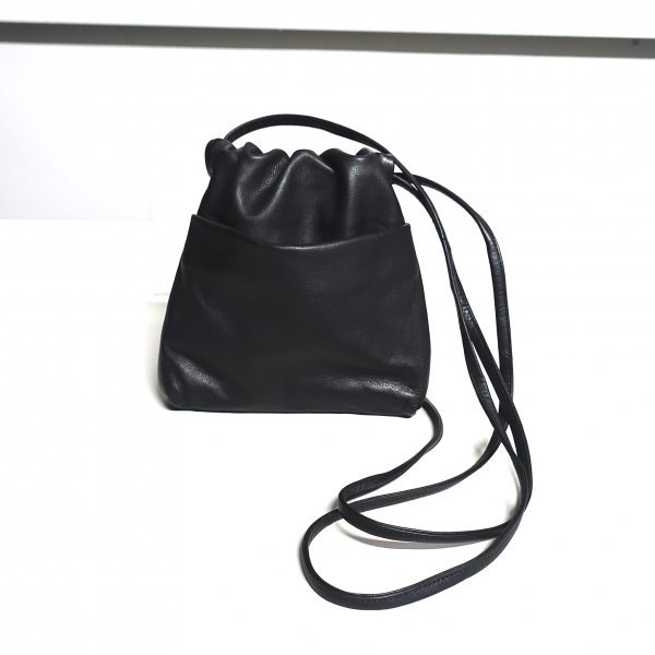 <img class='new_mark_img1' src='https://img.shop-pro.jp/img/new/icons13.gif' style='border:none;display:inline;margin:0px;padding:0px;width:auto;' />URU(ウル)/LEATHER POUCH/Black
