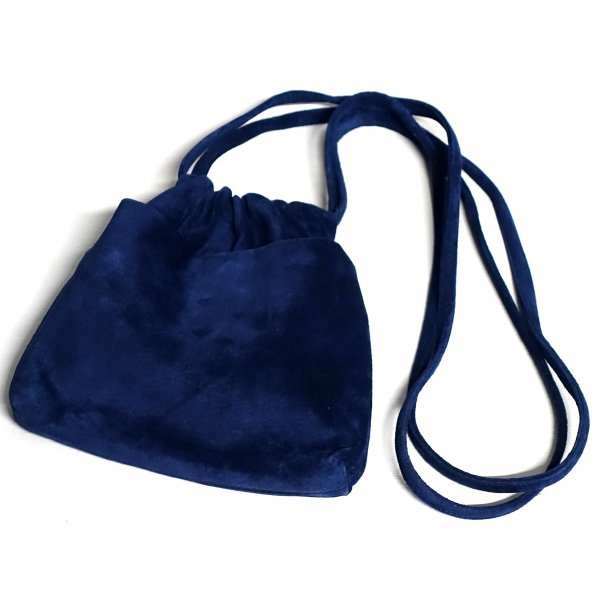 <img class='new_mark_img1' src='https://img.shop-pro.jp/img/new/icons13.gif' style='border:none;display:inline;margin:0px;padding:0px;width:auto;' />URU(ウル)/LEATHER POUCH/Navy