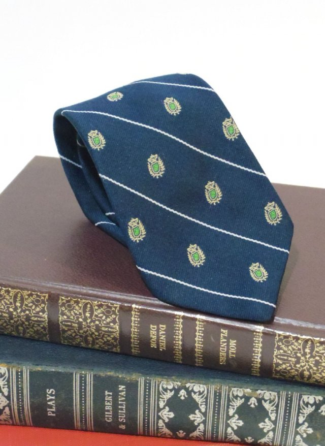 Vintage Royal Crest Neck Tie <img class='new_mark_img2' src='https://img.shop-pro.jp/img/new/icons8.gif' style='border:none;display:inline;margin:0px;padding:0px;width:auto;' />