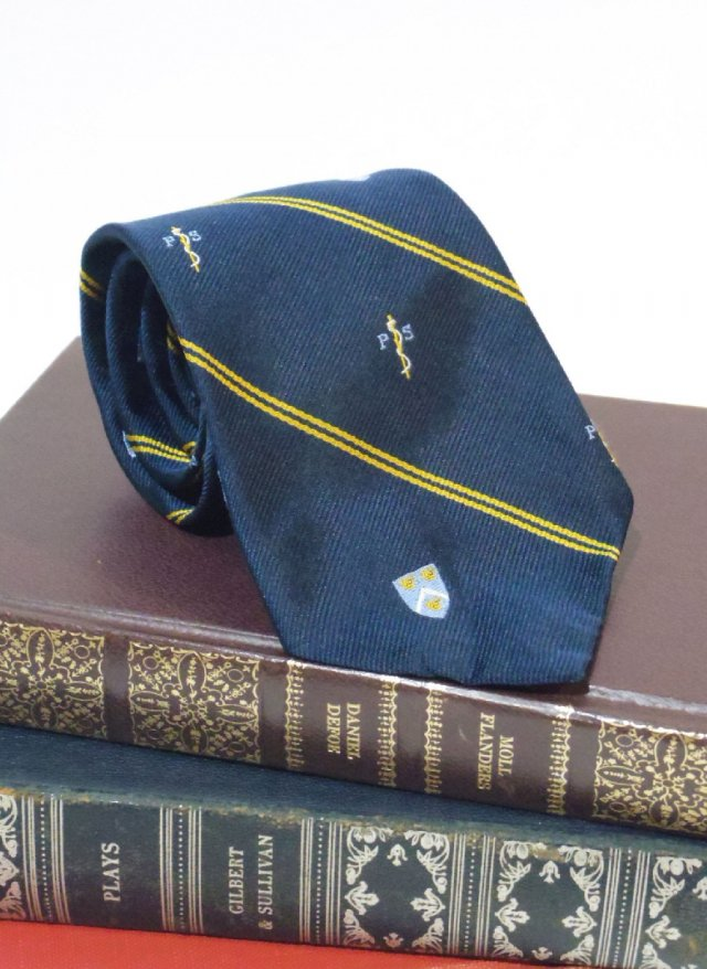 Vintage USA Royal Crest Neck Tie stratton Crooke<img class='new_mark_img2' src='https://img.shop-pro.jp/img/new/icons8.gif' style='border:none;display:inline;margin:0px;padding:0px;width:auto;' />