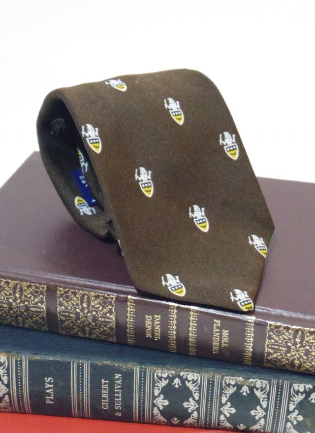 Vintage  Crest Neck Tie Par Excellence<img class='new_mark_img2' src='https://img.shop-pro.jp/img/new/icons8.gif' style='border:none;display:inline;margin:0px;padding:0px;width:auto;' />