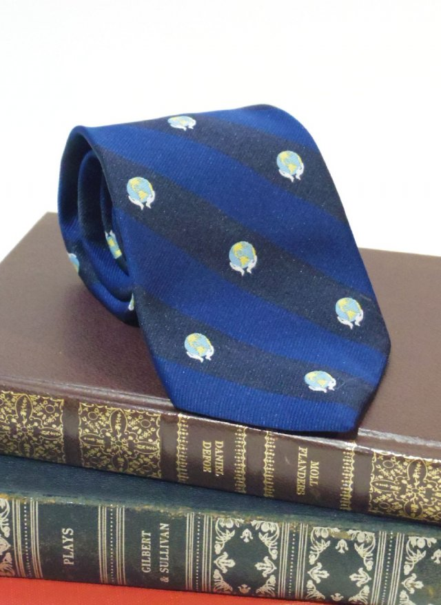 Vintage USA Royal Crest Neck Tie alynn<img class='new_mark_img2' src='https://img.shop-pro.jp/img/new/icons8.gif' style='border:none;display:inline;margin:0px;padding:0px;width:auto;' />