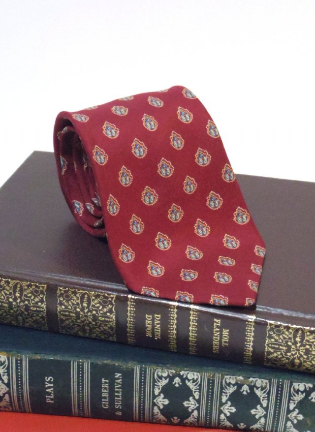 Vintage  Crest Neck Tie bloomingdale's<img class='new_mark_img2' src='https://img.shop-pro.jp/img/new/icons8.gif' style='border:none;display:inline;margin:0px;padding:0px;width:auto;' />