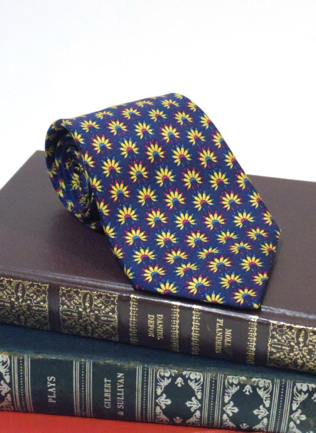 Vintage Neck Tie HERMES<img class='new_mark_img2' src='https://img.shop-pro.jp/img/new/icons8.gif' style='border:none;display:inline;margin:0px;padding:0px;width:auto;' />