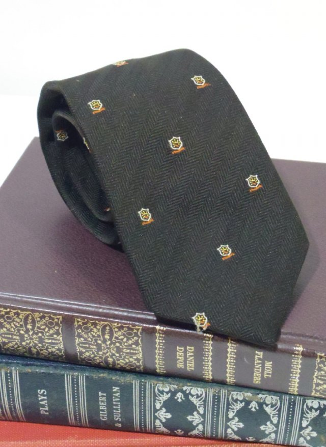 Vintage Crest Neck Tie LEONARDO<img class='new_mark_img2' src='https://img.shop-pro.jp/img/new/icons8.gif' style='border:none;display:inline;margin:0px;padding:0px;width:auto;' />