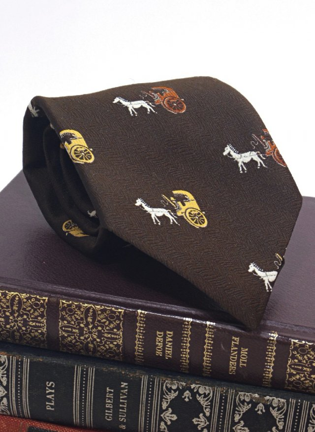 Vintage Crest Neck Tie <img class='new_mark_img2' src='https://img.shop-pro.jp/img/new/icons8.gif' style='border:none;display:inline;margin:0px;padding:0px;width:auto;' />