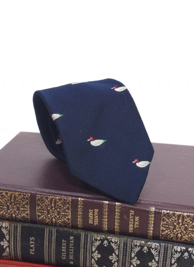 UK Vintage Crest Neck Tie COUNTRY CLUBS<img class='new_mark_img2' src='https://img.shop-pro.jp/img/new/icons8.gif' style='border:none;display:inline;margin:0px;padding:0px;width:auto;' />