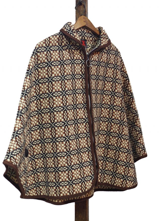 UK 60's Vintage Welsh Wool Tapestry Cape #0033<img class='new_mark_img2' src='https://img.shop-pro.jp/img/new/icons8.gif' style='border:none;display:inline;margin:0px;padding:0px;width:auto;' />