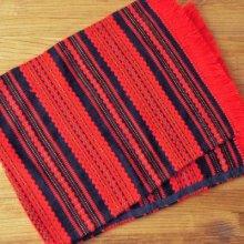 ドイツ 毛糸刺繍のテーブルランナー BK×RE